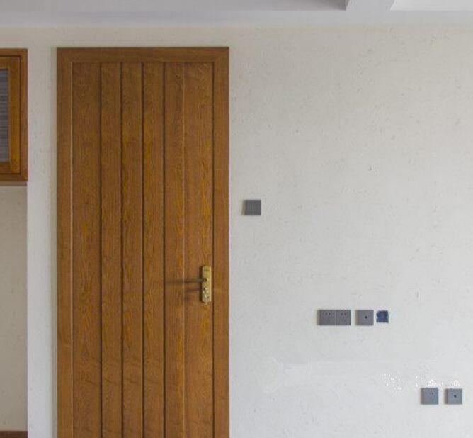 好好的门装修师傅非要划上几刀 说是这样可以让木门不变形1