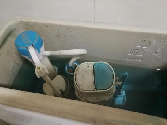 馬桶水箱一直流水怎么辦?找準漏水原因快速修好馬桶!