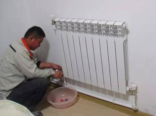 暖氣不熱怎么放水放氣?這三個放氣方法解決99%暖氣不熱問題